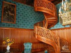 Лестницы из дуба - вечная красота.
