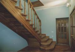 Изготовление лестниц для загородного дома из ясеня