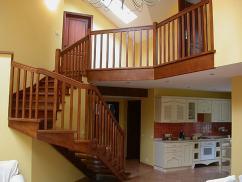 Деревянные лестницы и их формы.