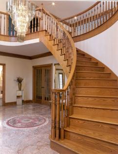 Деревянные лестницы — классика интерьера