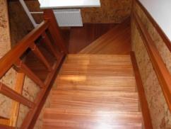 Лестницы для частного дома из массива
