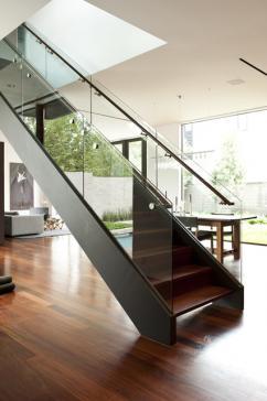 Стилистика оформления лестниц: хай-тек и классика