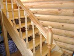Балясины в деревянной лестнице