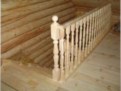 Деревянное ограждение лестницы