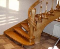 Лестница на второй этаж частного дома