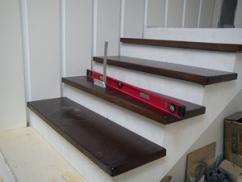 Деревянная облицовка для бетонной лестницы