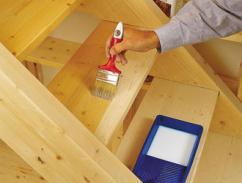 Покраска лестницы – важный этап строительства